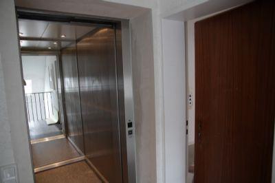 Lift_neben_Eingangstür