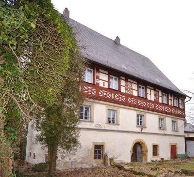 Imposanter Schlossbau mit glanzvoller Geschichte