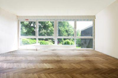 Wohnbereich mit Fensterfront