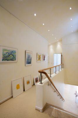 Galerie mit hoher Decke
