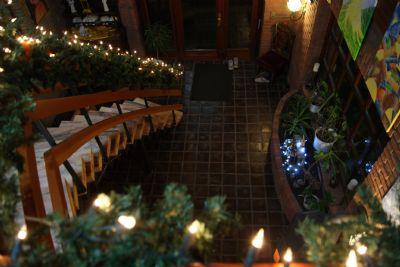 Eingangshalle mit Marmortreppe