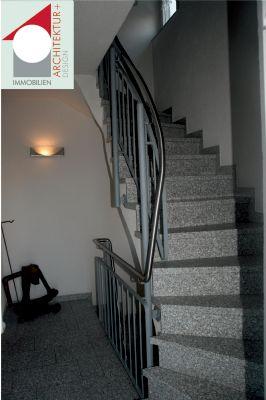 Treppenhaus mit Granitbelag