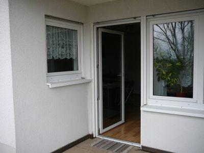 Terrasse mit Wohnz.- u. Küchenfenster