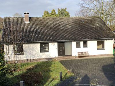 Freistehendes gepflegtes Einfamilienhaus in schöner Wohnlage mit sonnigem Garten und Garage - Provisionsfrei