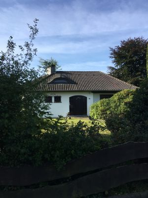 wassenberg bungalow zentrale ruhige lage am waldrand sanierungsbed rftig bungalow. Black Bedroom Furniture Sets. Home Design Ideas