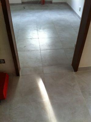 Fliesenboden von Flur in Küche