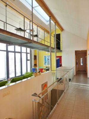 Galerie, integriertes Treppenhaus