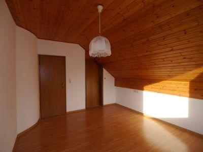 2. Zimmer mit Badzugang im DG