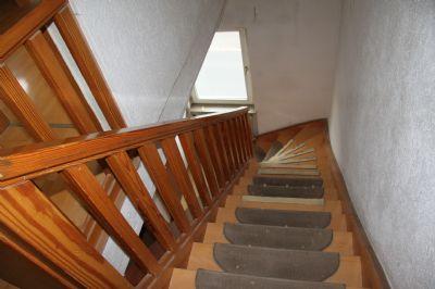 Treppenaufgang in das DG