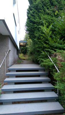 Treppenaufgang zum Haus - teilweise Altbestand