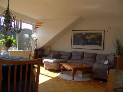 2 zimmer dachgeschosswohnung mit k che und balkon in zentraler lage f r sportliche wohnung. Black Bedroom Furniture Sets. Home Design Ideas