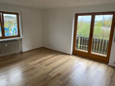 Große, helle 4-Zimmer-Wohnung (Erdgeschoss) zu vermieten
