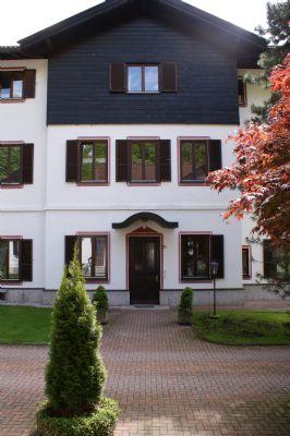 Die alte Villa Gegenüber