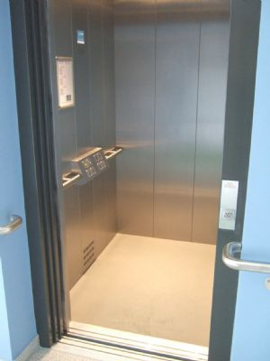 Lift/Aufzug in alle Etagen