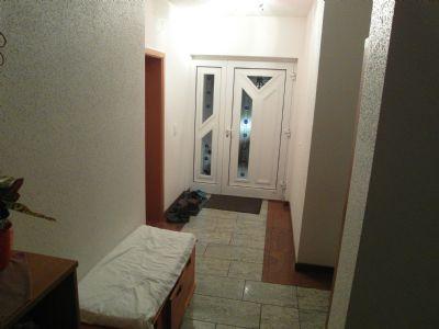 Haustür mit Eingangsbereich