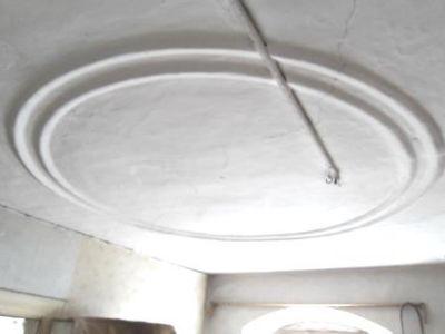 Ansprechende Stuckdecken in hohen Räumen