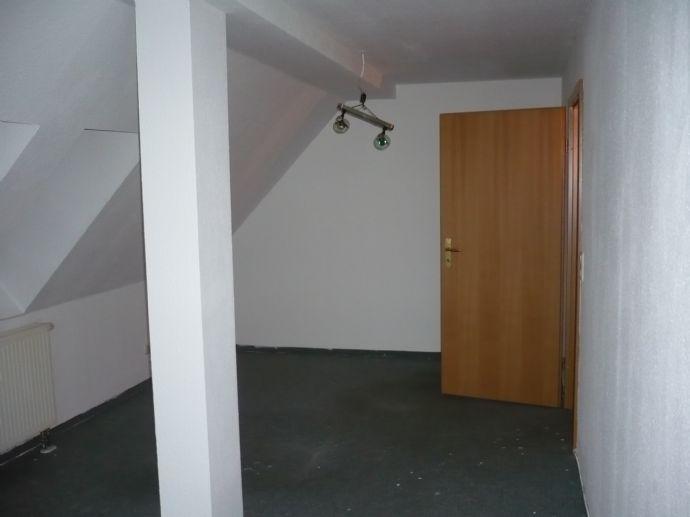 Schöne 1-Raum-Wohnung - Dachgeschoss - in Gräfenroda - provisionsfrei!
