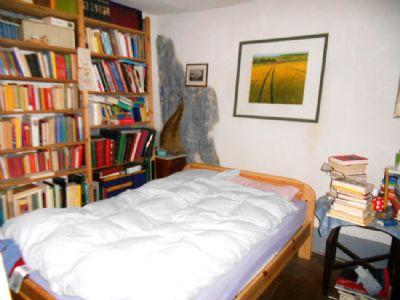 Viel Platz für Bücher und zum Entspannen