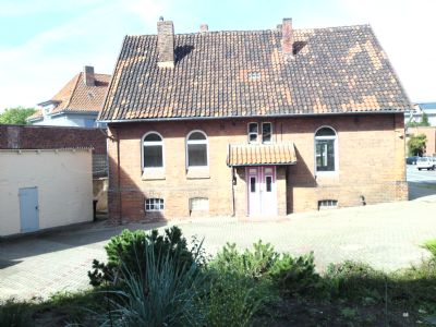 Wohngebäude 3.)