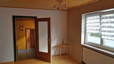 Wohnzimmer mit Blick in den Anbau