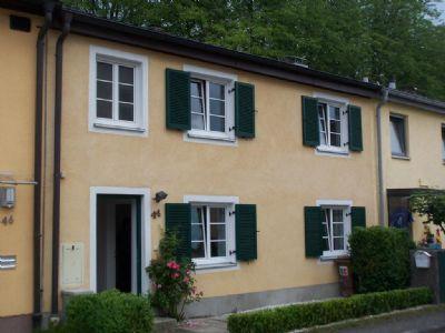Haus am Schloss--traumhaftes Reihenmittelhaus direkt am Schlosspark, Kamin, Bad mit Fenster. Schnell am Airport