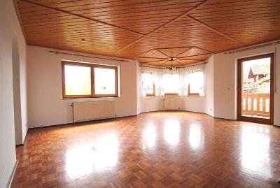 Heller Wohnraum mit angerenzenden Südwestbalkon