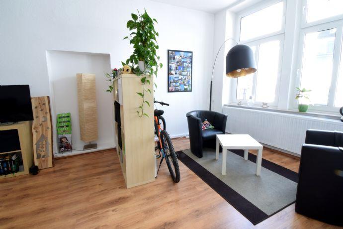 Großzügige Altbauwohnung Mit Küche In Bester Citylage Von