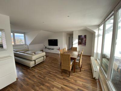 Einziehen und Wohlfühlen - 3-Zimmer-DG-Wohnung mit Loggia in München Fasangarten