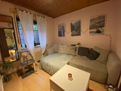 Kleine 2-Zimmer-Kellerwohnung mit Einbauküche - ideal für Pendler und Studenten