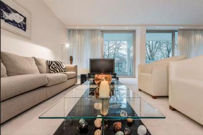 Wohnzimmer - Blick auf die große Terrasse