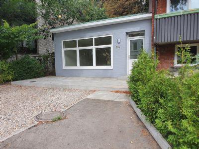 Sehr ansprechender völlig sanierter Wohn- und Gewerbetrakt mit sonniger Terrasse und eigenem PKW-Stellplatz