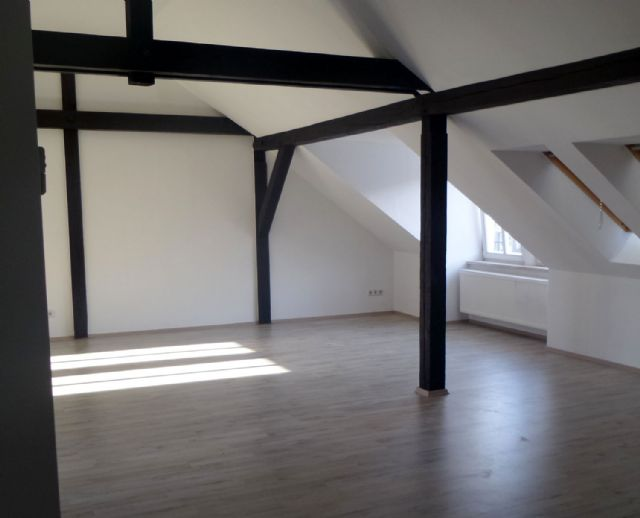 Attraktive 2 Raum Dachgeschosswohnung Im Dessauer