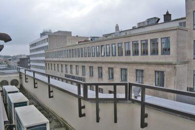 Balkon mit Klimageräten zum Süden