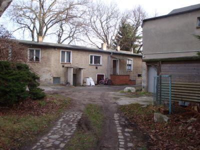 Hof / Nebengebäude