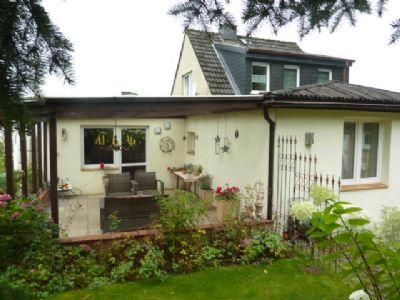 Rückseite mit überdachter Terrasse