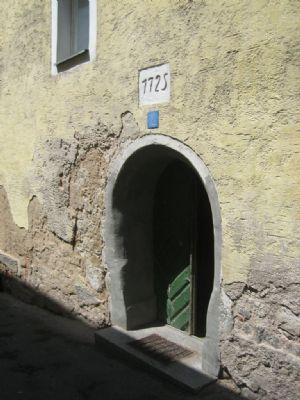 Malerischer Zugang von der Straßenseite