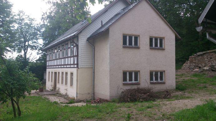 Doppelgarage mit werkstatt  sanierungsbedürftiges zweigeschoßiges Fachwerkhaus und ein Neubau ...