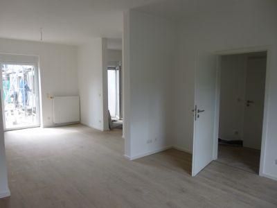 Wohnzimmer, rechts Küche