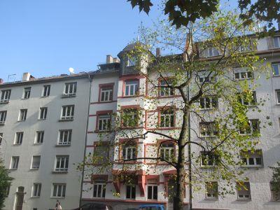 Junges Wohnen! Bestlage! Sanierte 4 Zi-Dachgeschoss-Whg. (ca.90 qm Wfl.), EBK, TGL-Bad, OF