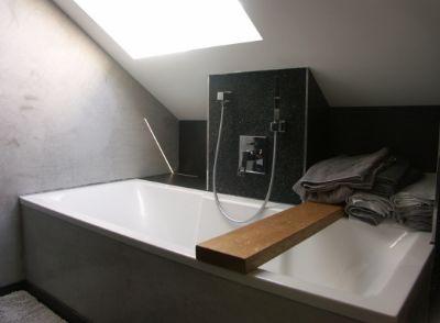 Badezimmer mit Wanne und Dusch