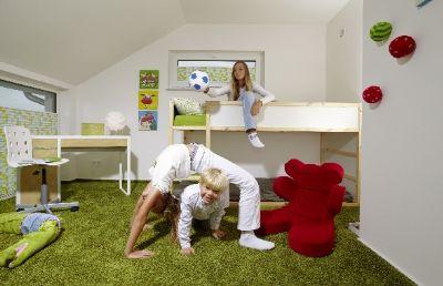 spielen im eigenen Zimmer mit viel Platz