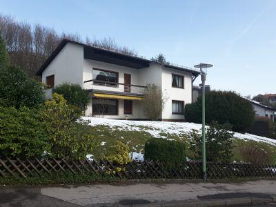 Freistehendes Zweifamilienhaus auf großem Grundstück in beliebter Wohnlage - Provisionsfrei -