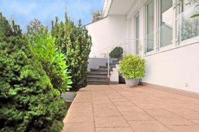 Frankfurt-Bergen: House in house living - exquisite 3 Zimmerwohnung mit herrlicher Terrasse