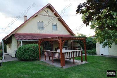 Einfamilienhaus 200qm wohnfl che mit gro em garten und for Haus bauen 200qm