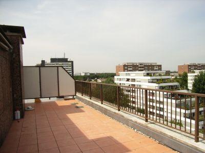 panoramablick penthouse mit offenem kamin in k ln neubr ck. Black Bedroom Furniture Sets. Home Design Ideas