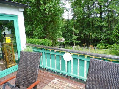 Terrasse zu Bach und Wald