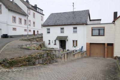 VERKAUFT! Kapitalanlage: Zum Verkauf In Daun-Neunkirchen Einfamilienhaus;Terrasse, Garage,Scheune. Dauerhaft vermietet, Kaltmiete 7.200,-€ p.jr.