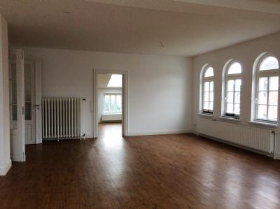 Wohnzimmer mit Blickrichtung Küche