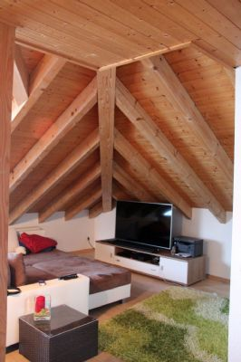 attraktive 2 zimmer dachgeschosswohnung mit k che und tageslichtbad in ruhiger lage von bodman. Black Bedroom Furniture Sets. Home Design Ideas