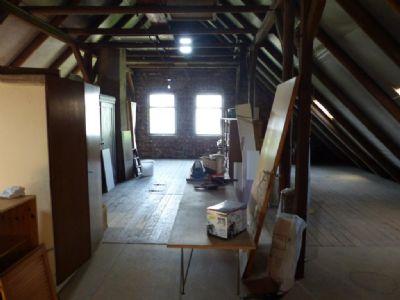 13 riesiger Dachboden
